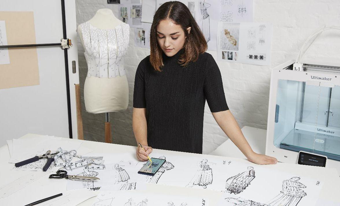 Aurelie Fontan, Galaxy Note9, Mobile Couture, S Pen, Note9, OnShape, Ultimaker 3D pisač, , Joto X, Flaw Detection, Samsung Electronics, Kombucha haljina, Vivienne Westwood, M & S Womenswear, Catwalk Textiles
