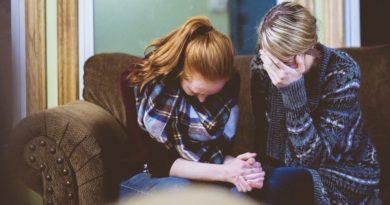 Riječi utjehe: Što učiniti kad netko pati? Kako možete pomoći?