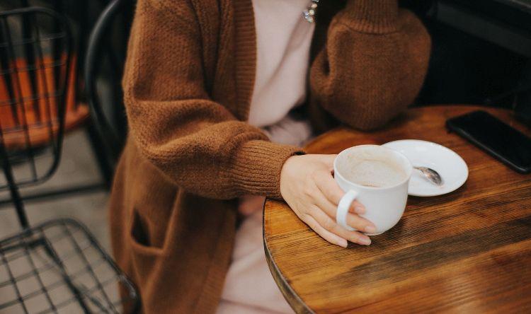 kava, pijenje kave, ispijanje kave, samoća,