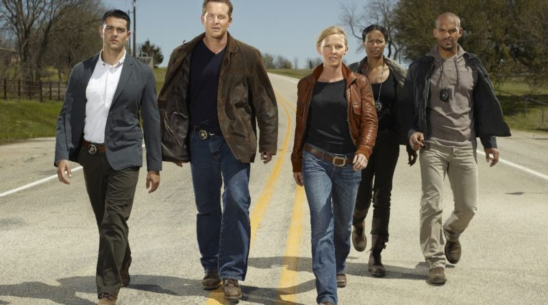 Chase: L-R: Jesse Metcalfe, Cole Hauser, Kelli Giddish, Rose Rollins and Amaury Nolasco. CR: Warner Bros. Television Entertainment